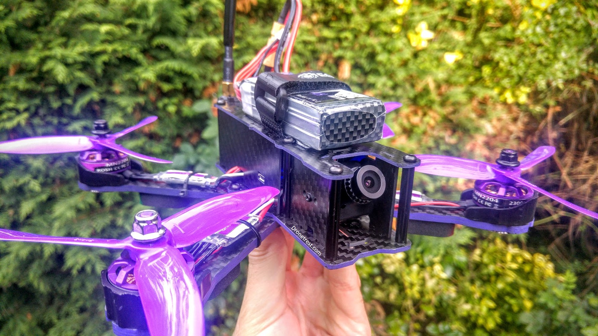 Wizard X220 – An RTF Freestyle Quad